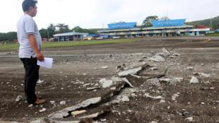 菲律宾南部苏里高市Surigao机场跑道被震坏2017年2月11日