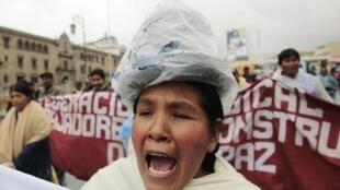 Des milliers de manifestants protestent contre la vie chère et les mesures du gouvernement d'Evo Morales, à La Paz, le 18 février 2011.