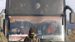 Последний обмен пленными между Киевом и самопровозглашенными республиками в Донбассе состоялся в декабре 2017 года.