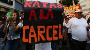 Protesta contra la corrupción en Perú tras caso Odebrecht al cual fue vinculado el expresidente Toledo.