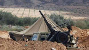 Un puesto de control del ejército libio entre Tripoli y Bani Walid, al sur de la capital, el 23 de marzo de 2011.