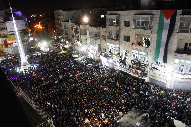 Người dân Palestine tại Ramallah, Cisjordanie, biểu thị vui mừng, sau khi có thông báo về cuộc bỏ phiếu tại Đại Hội Đồng Liên Hiệp Quốc, 29/11/201212.
