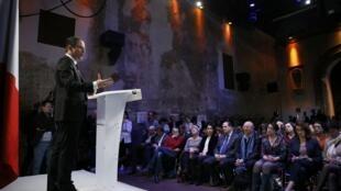 Benoît Hamon durante a apresentação hoje do seu programa.