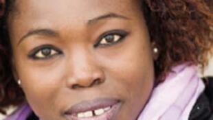 """Fatou Diome est romancière et nouvelliste. Elle est  l'auteure d'une dizaine de titres dont le plus récent est intitulé """"De quoi aimer vivre"""", recueil de de nouvelles publié aux éditions Albin Michel."""