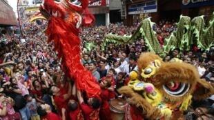Filipinos também comemoram chegada do novo ano.
