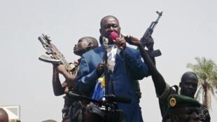Le président François Bozizé harangue ses supporters, le 27 décembre à Bangui.