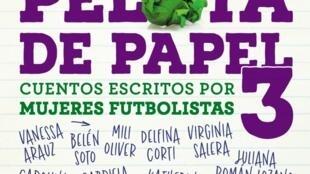 Tapa del libro 'Pelota de papel 3. Cuentos escritos por mujeres futbolistas'.