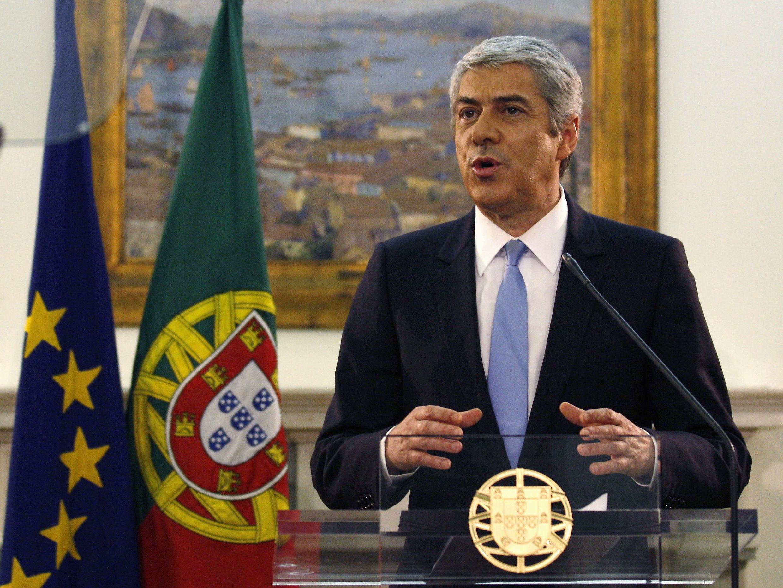 Prime Ministan kasar Portugal  Jose Socrates lokacin da yake bayyana yin murabus.