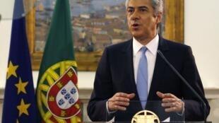 Le Premier ministre portugais Jose Socrates annonce sa démission à la presse, à Lisbonne, le 23 mars 2011.