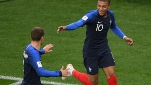 法国足球队在2018俄罗斯世界杯赛小组赛的首场比赛中以1:0战胜秘鲁提前小组出线  2018年6月21日