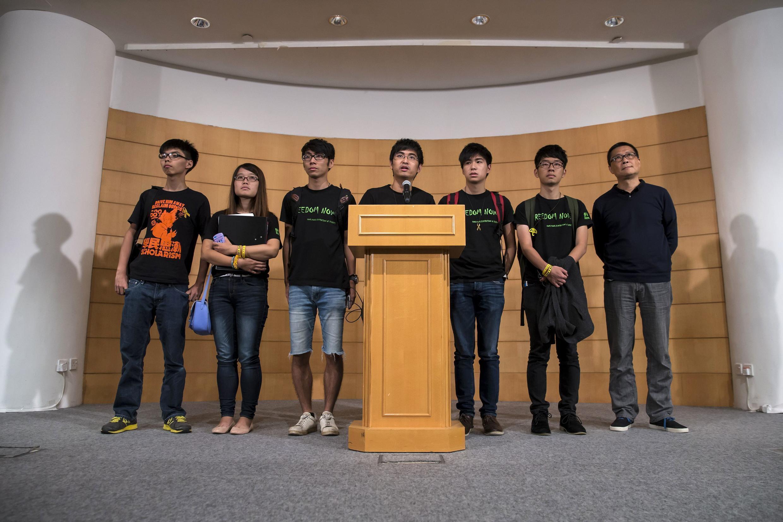 Лидеры движения Occupy Central на пресс-конференции после переговоров с властями, 21 октября 2014 г.