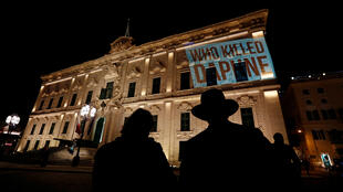 Protesto pela morte da jornalista Daphne Galizia, que realizava investigações contra o poder e foi assassinada em Malta.