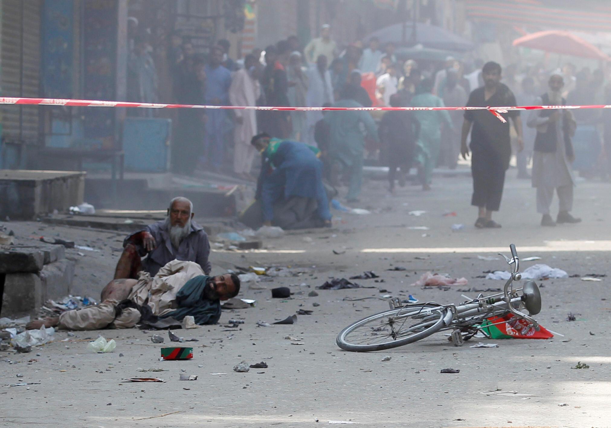 انفجارهایی که روز دوشنبه ٢٨ مرداد/ ١٩ اوت در بخشهایی از ولایت ننگرهار بوقوع پیوست، بیشترین تعداد زخمی را در شهر جلالآباد به جای گذاشت.