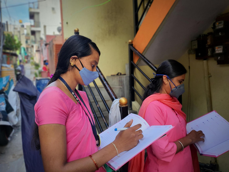 """As assisntentes sociais na saúde """"Asha"""" de Bangalore estão em greve desde o início de julho."""