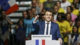 """Emmanuel Macron, ứng viên tổng thống Pháp của phong trào """"En Marche"""", tố cáo đang là mục tiêu tấn công của Nga. Ảnh chụp ngày 04/02/2017."""