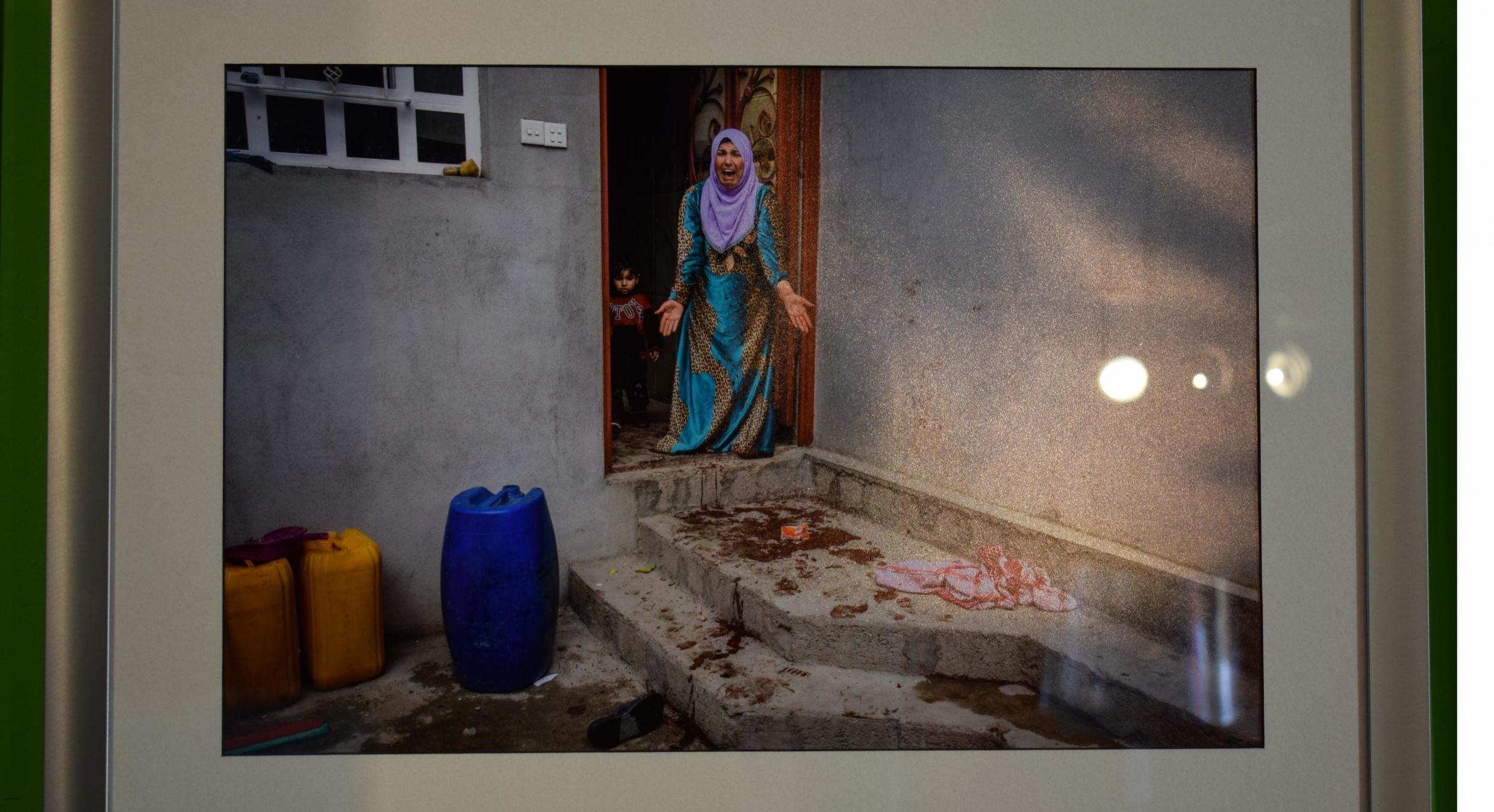 Photo taken by Ivor Prickett of a woman screaming after her son is killed
