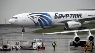 តើម៉ាស៊ីនរបស់ក្រុមហ៊ុន Apple ជាដើមចមនៃការផ្ទុះឆេះយន្តហោះ EgyptAir កាលពីជាង ១ឆ្នាំមុនឬ?