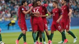 Festejos dos jogadores portugueses que venceram por 2-0 a Sérvia no primeiro jogo do Campeonato da Europa de Sub-21, que decorre na Polónia.