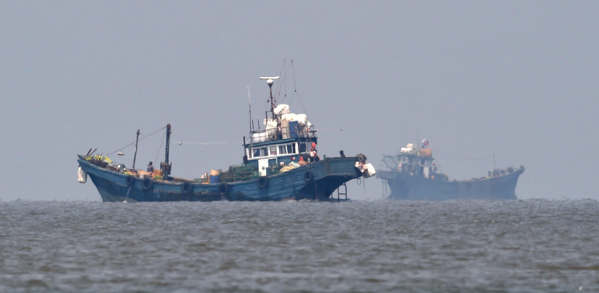 Tàu cá Trung Quốc tại bờ tây Hàn Quốc. Ảnh do Yonhap cung cấp ngày 10/06/2016.