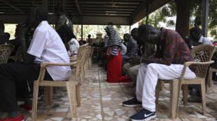 Noël est célébré cette année par les chrétiens du Soudan, comme ici à Khartoum. Certains officiels soudanais se sont rendus à l'église pour y célébrer Noël avec leurs compatriotes. Le 25 décembre est même devenu un jour férié au Soudan. Une reconnaissance que les chrétiens (3 à 5 % de la population) attendaient depuis longtemps.