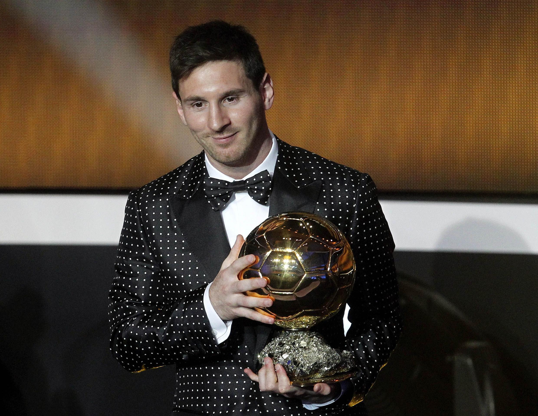 Lionel Messi agradece ao prêmio durante a cerimônia organizada pela Fifa em Zurique.