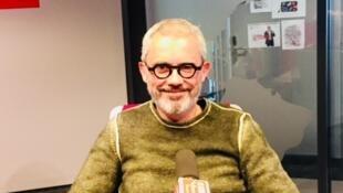 L'écrivain Denis Lachaud en studio à RFI (avril 2019).