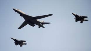 (Photo d'illustration) Chaque année vers Noël, des avions de l'armée de l'air américaine larguent des colis humanitaires sur les îles les plus reculées du Pacifique.