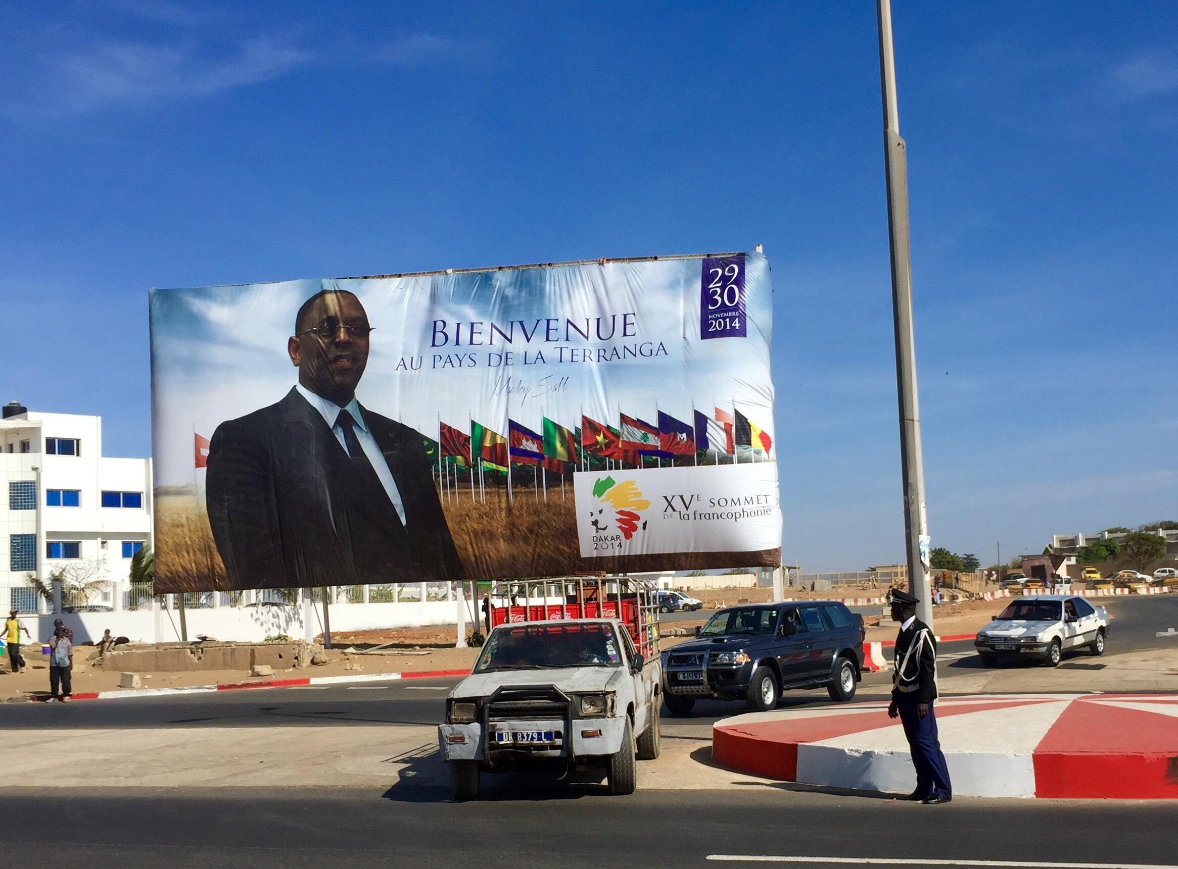 Macky Sall, le président sénégalais, souhaite la bienvenue aux participants du XVe sommet de la Francophonie à Dakar.