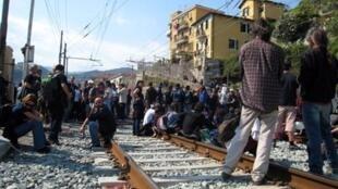 Durante várias horas, a circulação de trens entre a cidade italiana de Ventimiglia e a região francesa de Côte d'Azur foi paralisada