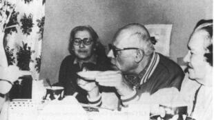 Bonner (L) with her husband Sakharov in 1986