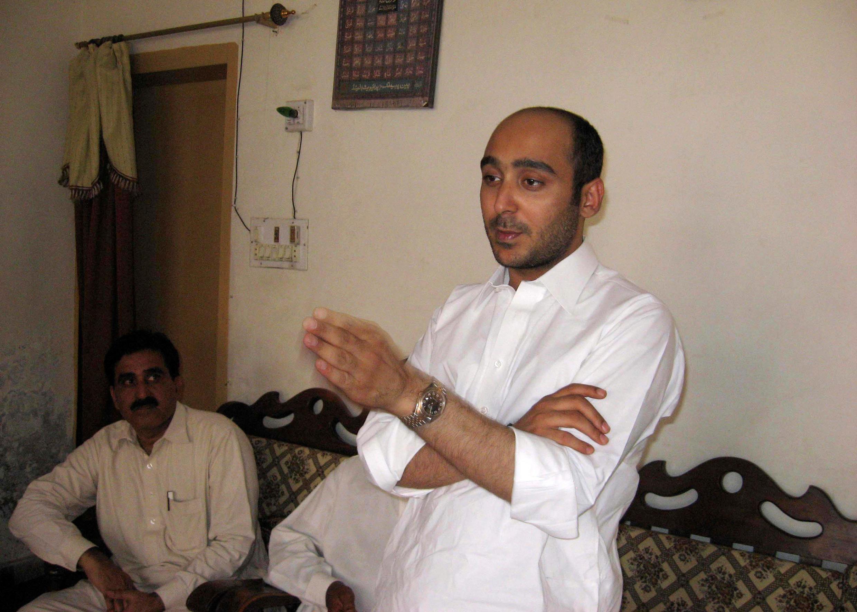 علی حیدر گیلانی، هنگام تبلیغات انتخاباتی در سال ٢٠١٣، یک روز قبل از ربوده شدن