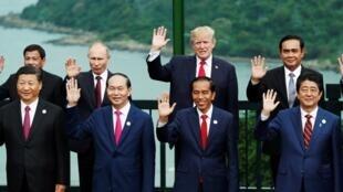 習近平與安倍晉三在越南出席亞太經合組織峰會