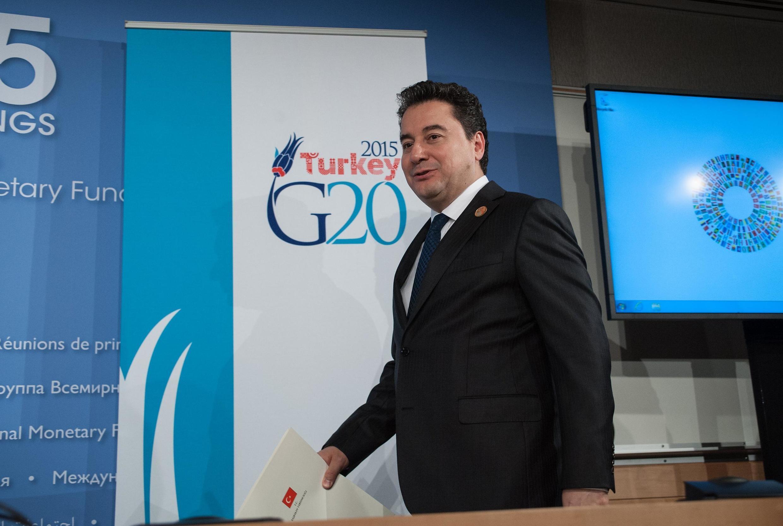 Ali Babacan, maintenant opposant à Recep Teyyip Erdogan, lorsqu'il était ministre de l'Économie le 17 avril 2015 à Washington pour le G20.