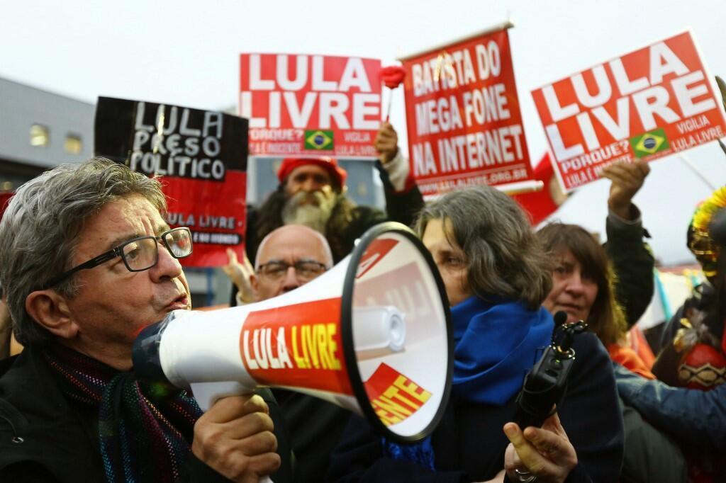 O líder do partido A França Insubmissa, Jean-Luc Mélenchon, visitou Lula na prisão em setembro deste ano.