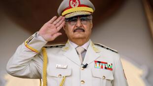 Le maréchal Khalifa Haftar, dirigeant de l'armée nationale libyenne et homme fort de l'Est du pays.