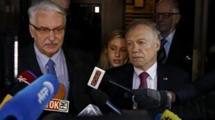 Ngoại trưởng Ba Lan Witold Waszczykowski và Đại sứ Đức tại Ba Lan, ông Rolf Nikel (P).