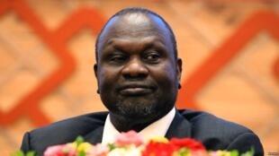 Kiongozi wa waasi wa Sudani Kusini Riek Machar wakati wa kutia saini mkataba wa amani na serikali ya Sudani Kusini mwaka 2018.