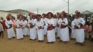 Des femmes en tenue Yoruba lors d'une cérémonie dans le sud de la Côte d'Ivoire. (Image d'illustration)
