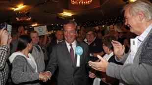 Nigel Farage đi vận động tranh cử Nghị Viện Châu Âu tại Frimley Green, tây nam Luân Đôn, Anh, ngày 19/05/2019