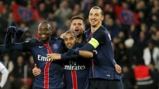 Jogadores do Paris Saint-Germain a festejar as recentes vitórias.