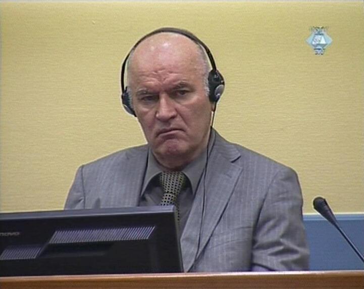 Ratko Mladic em audiência do Tribunal Penal Internacional para a ex-Iugoslávia.