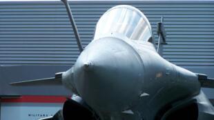Gros plan sur le Rafale C, fleuron du groupe Dassault Aviation.