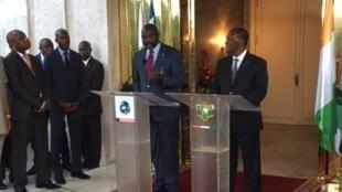 George Weah (à gauche), nouveau président libérien, a été reçu par son homologue ivoirien Alassane Ouattara, le 4 avril à Abidjan.