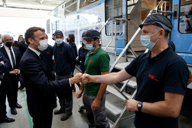Le président de la République, Emmanuel Macron, à l'usine CAF de Bagnères-de-Bigorre, le 16 juillet 2021.