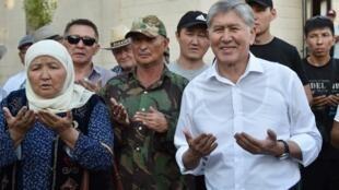 L'ex-président kirghiz Atambaïev est allé à la rencontre de ses partisans, le 6 juin 2019.