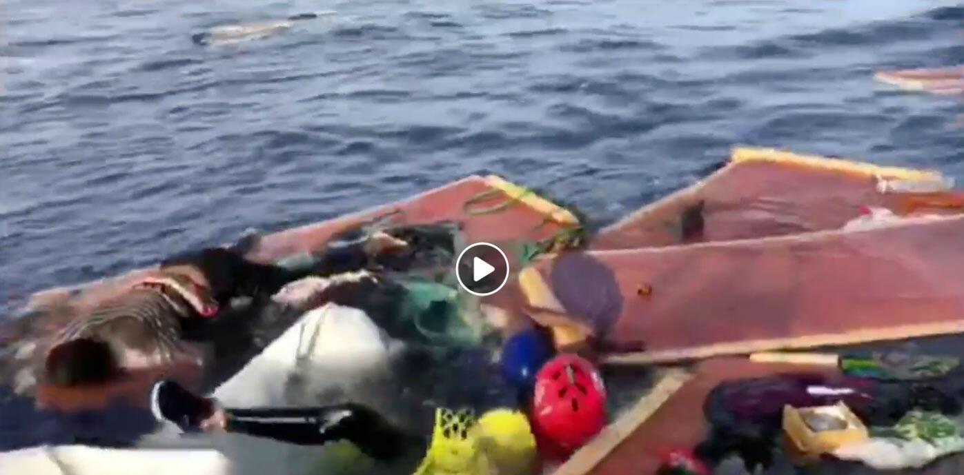 ONG espanhola Proactiva Open Arms salva mulher à deriva na costa da Líbia.