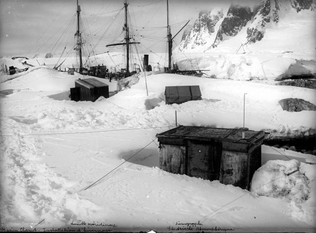 Campamento establecido durante la invernada.