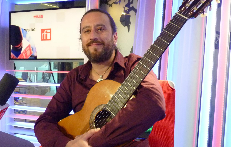 Pablo Trova en los estudios de RFI