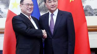 菲律宾外长洛钦与中国外长王毅资料图片