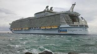 Chiếc tàu «Allure of the Seas» ở Florida. Saint-Nazaire sẽ đóng tàu loại này theo hợp đồng vừa mới nhận được.